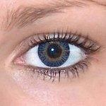 3 tones blue v detailu na původní barvě očí hnědé