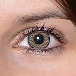 3 tones grey v detailu na původní barvě očí hnědo-zelené