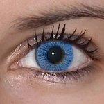 Basic blue v detailu na původní barvě očí hnědo-zelené