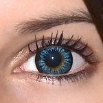 Cool blue v detailu na původní barvě očí hnědo-zelené