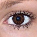 Evening grey v detailu na původní barvě očí hnědé